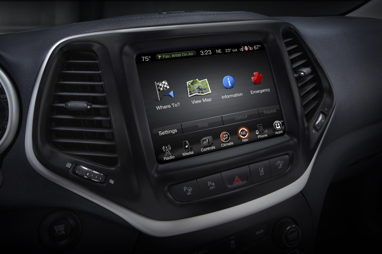 2017 Jeep Cherokee Limited 4WD Dashboard Screen Picture