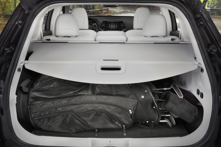 Picture of a 2020 Jeep Cherokee Limited 4WD's Trunk