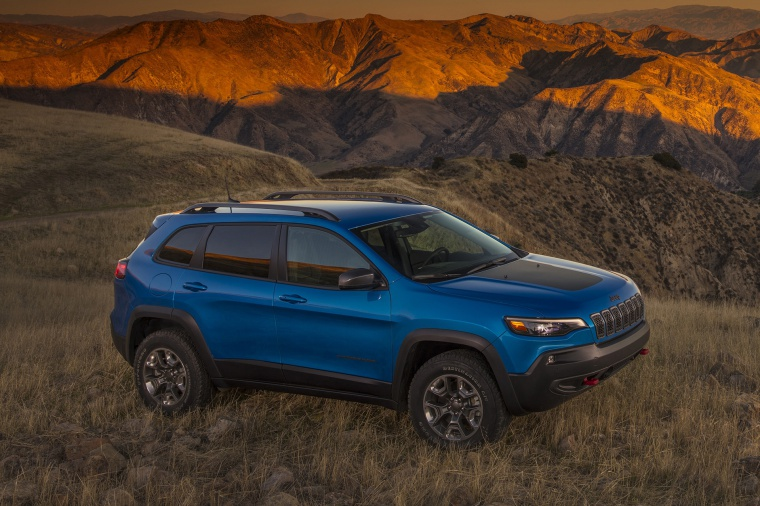 Picture of a 2020 Jeep Cherokee Trailhawk 4WD in Hydro Blue Pearlcoat from a front right three-quarter perspective