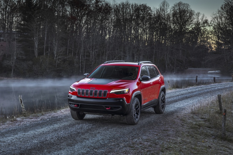 Picture of a 2020 Jeep Cherokee Trailhawk 4WD from a front left three-quarter perspective