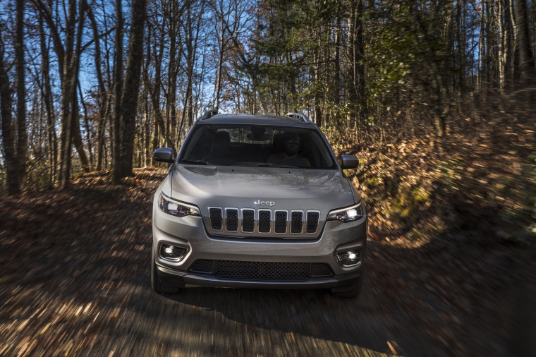 Picture of a driving 2020 Jeep Cherokee Limited 4WD in Billet Silver Metallic Clearcoat from a frontal perspective