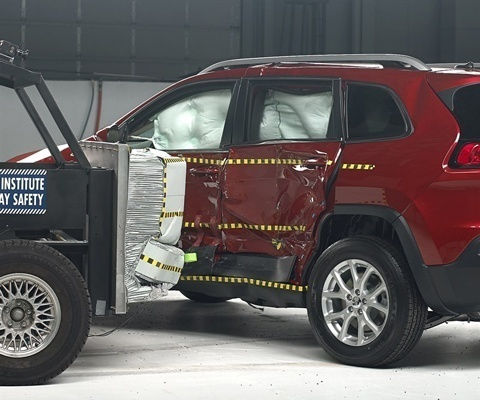2020 Jeep Cherokee IIHS Side Impact Crash Test Picture