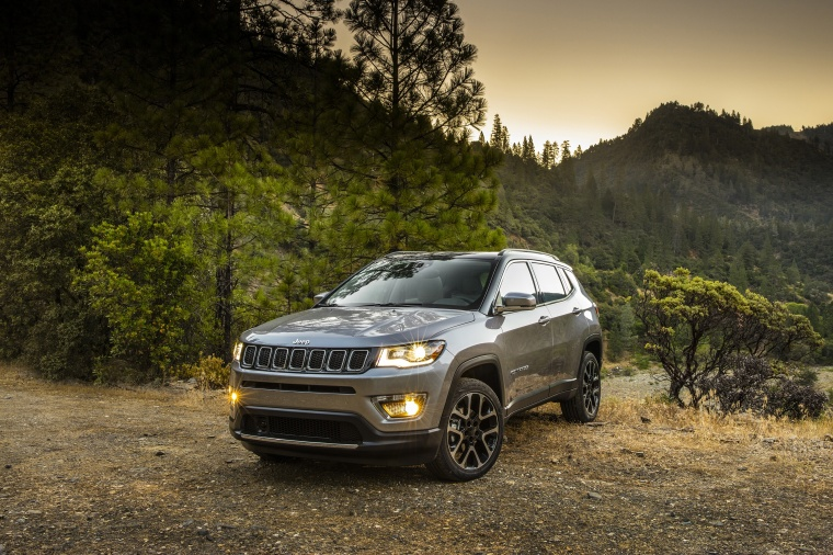 2018 Jeep Compass Limited 4WD in Billet Silver Metallic Clearcoat from a front left view