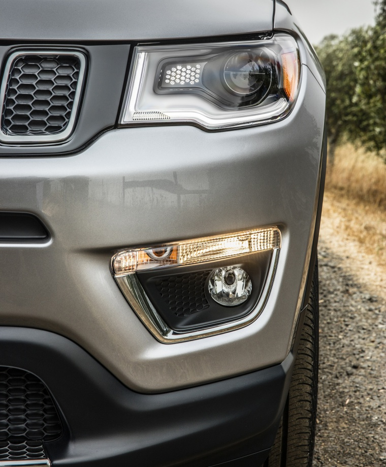 2019 Jeep Compass Limited 4WD Headlight Picture
