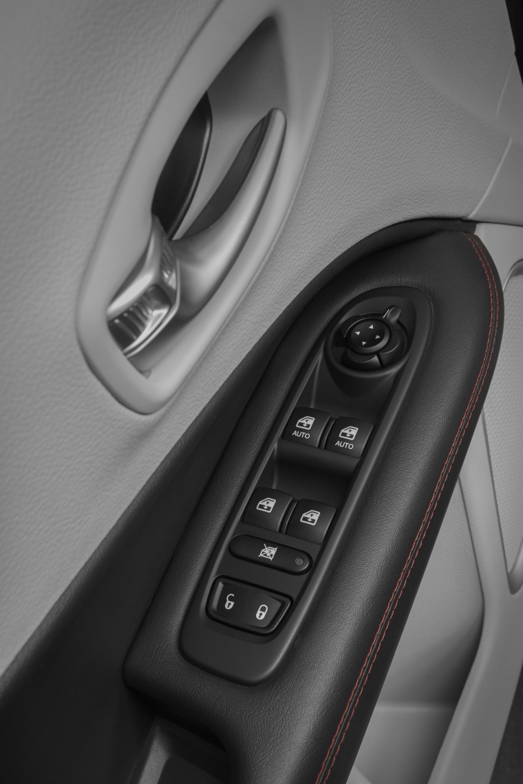 2020 Jeep Compass Limited 4WD Door Panel Picture