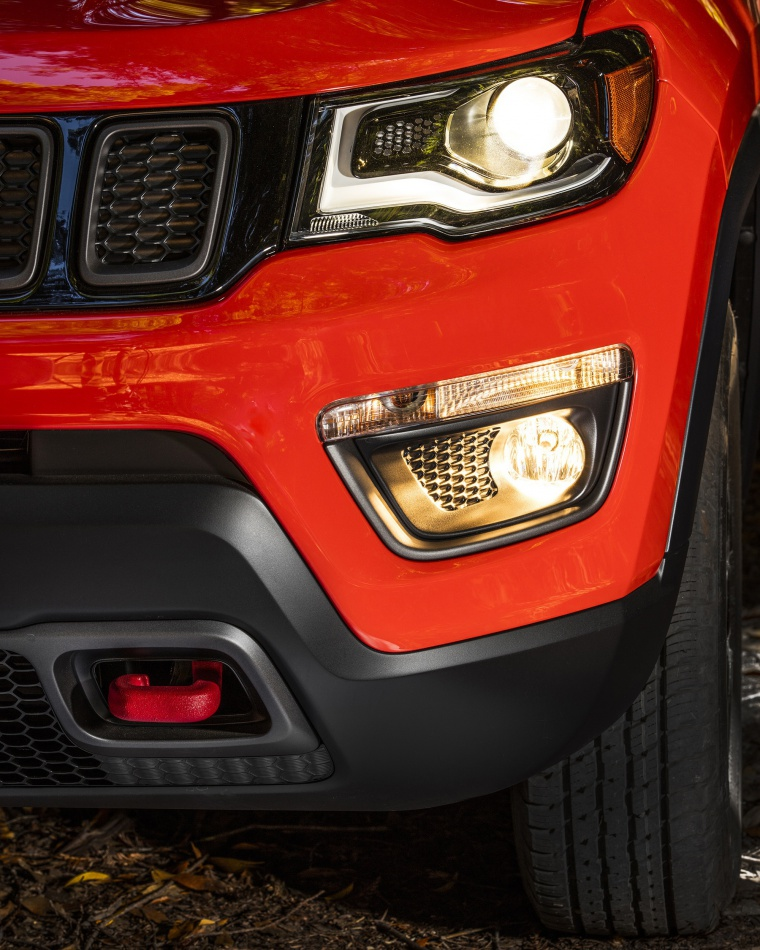 2020 Jeep Compass Trailhawk 4WD Headlight Picture