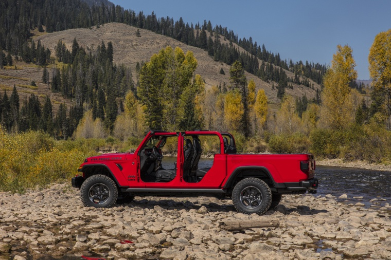 2020 Jeep Gladiator Crew Cab Rubicon 4WD without doors in Firecracker Red Clearcoat from a side view