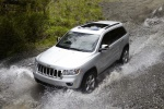 2013 Jeep Grand Cherokee in Bright Silver Metallic Clearcoat - Driving Front Left Three-quarter Top View