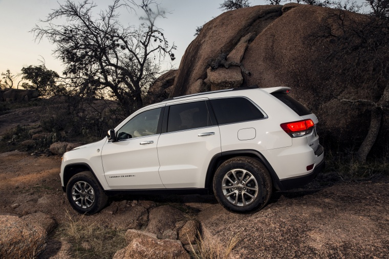 2016 jeep grand cherokee limited 4wd in bright white clearcoat color static rear left three. Black Bedroom Furniture Sets. Home Design Ideas