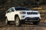 2016 Jeep Grand Cherokee Limited 4WD in Bright White Clearcoat - Static Front Right View