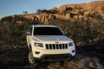 Picture of a 2016 Jeep Grand Cherokee Limited 4WD in Bright White Clearcoat from a frontal perspective