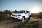 Picture of a 2016 Jeep Grand Cherokee Limited 4WD in Bright White Clearcoat from a front left perspective