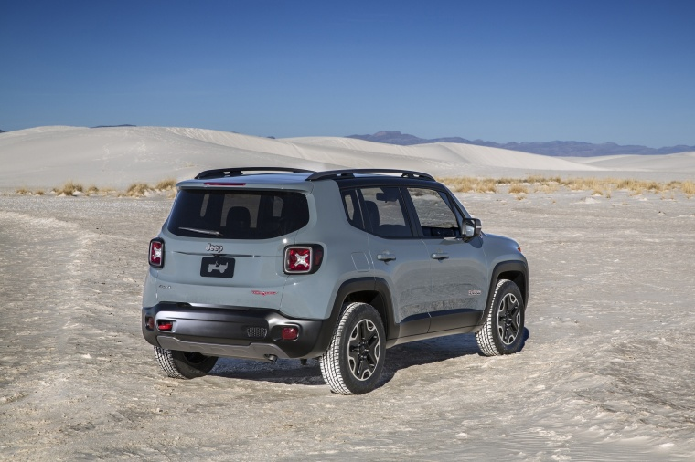 2016 Jeep Renegade Trailhawk 4WD in Glacier Metallic from a rear right three-quarter view
