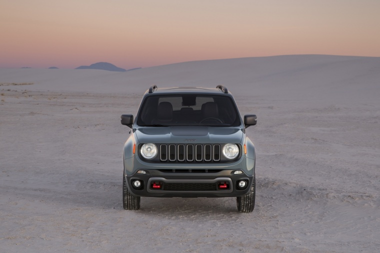 2016 Jeep Renegade Trailhawk 4WD in Glacier Metallic from a frontal view