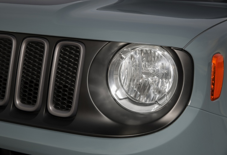 2017 Jeep Renegade Trailhawk 4WD Headlight Picture
