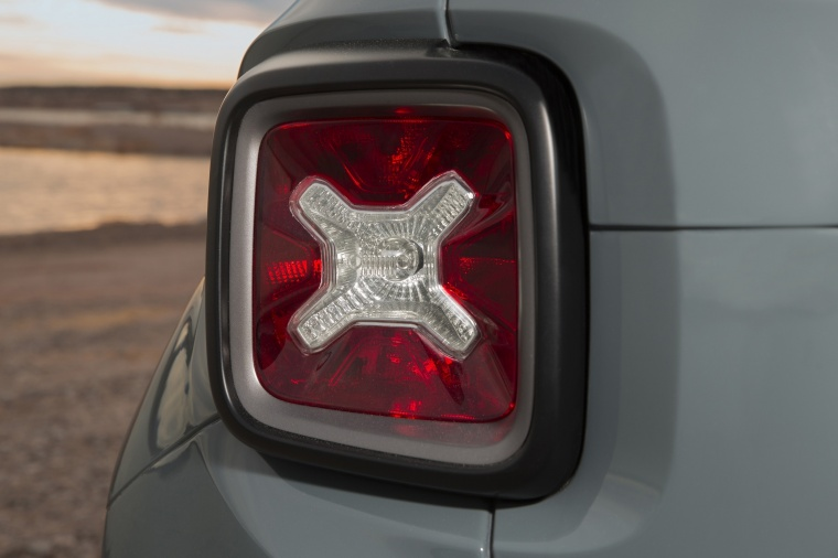 2017 Jeep Renegade Trailhawk 4WD Tail Light Picture
