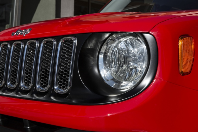 2017 Jeep Renegade Latitude 4WD Headlight Picture