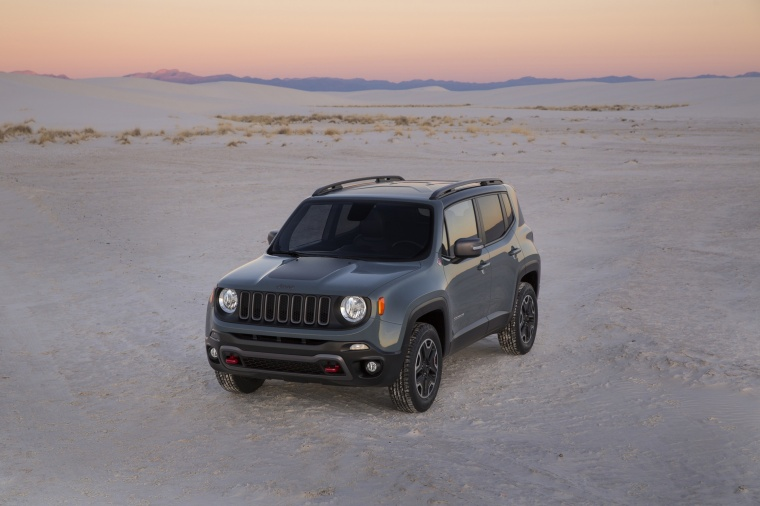 2017 Jeep Renegade Trailhawk 4WD in Glacier Metallic from a front left view