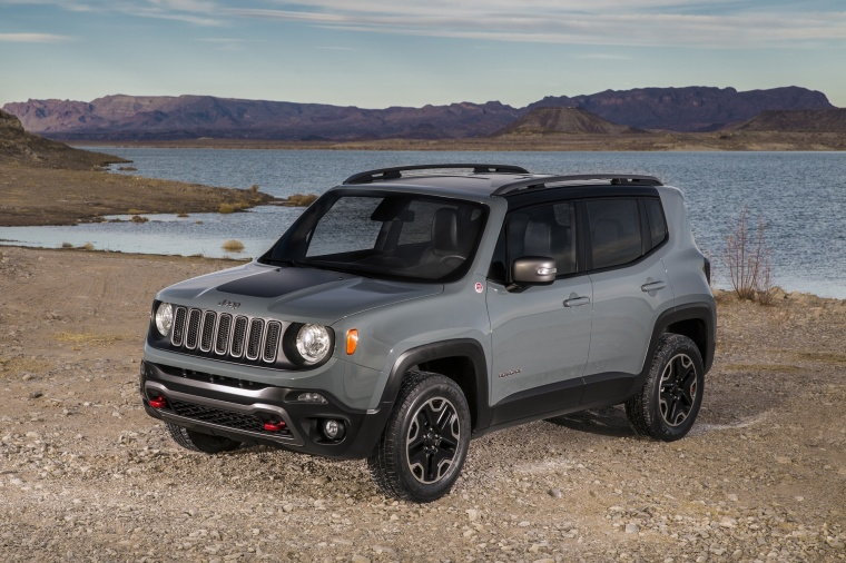 2017 Jeep Renegade Trailhawk 4WD in Glacier Metallic from a front left three-quarter view
