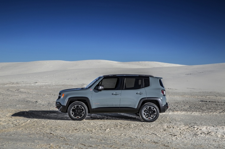 2017 Jeep Renegade Trailhawk 4WD in Glacier Metallic from a left side view