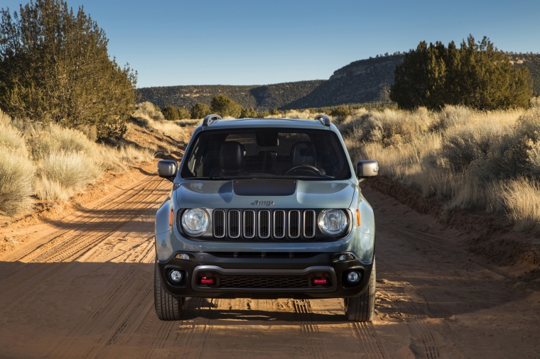 2017 Jeep Renegade Trailhawk 4WD in Glacier Metallic from a frontal view