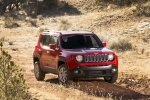 Picture of a 2018 Jeep Renegade Latitude 4WD in Colorado Red from a front right three-quarter perspective