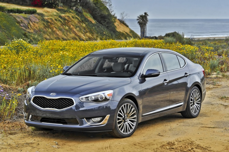 2016 Kia Cadenza from a front left three-quarter view