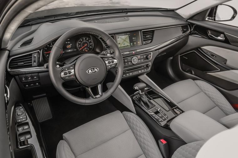 2017 Kia Cadenza Interior Picture