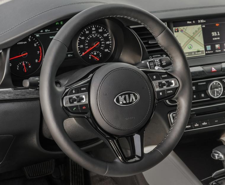 2017 Kia Cadenza Steering-Wheel Picture