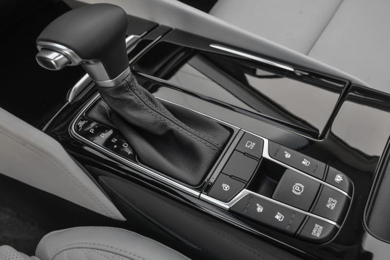 2017 Kia Cadenza Gear Lever Picture