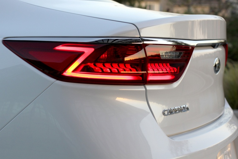 2017 Kia Cadenza Tail Light Picture