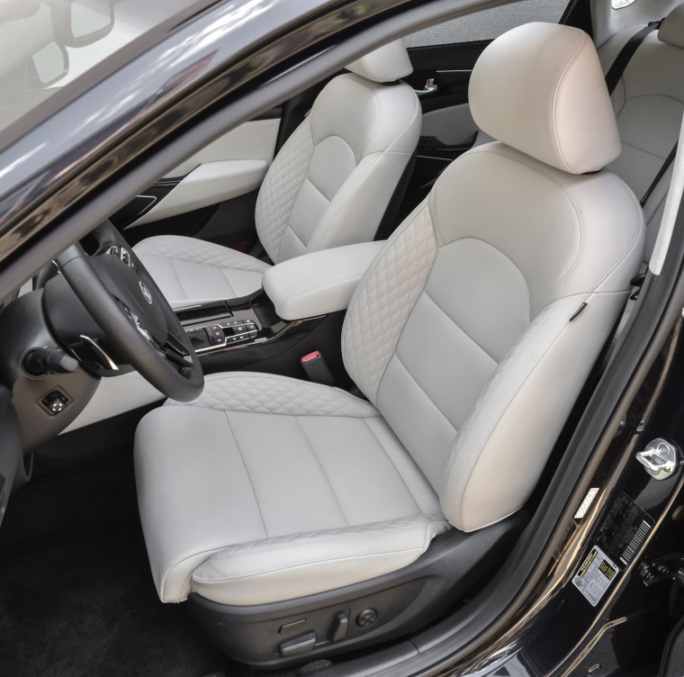 2017 Kia Cadenza Limited Front Seats Picture