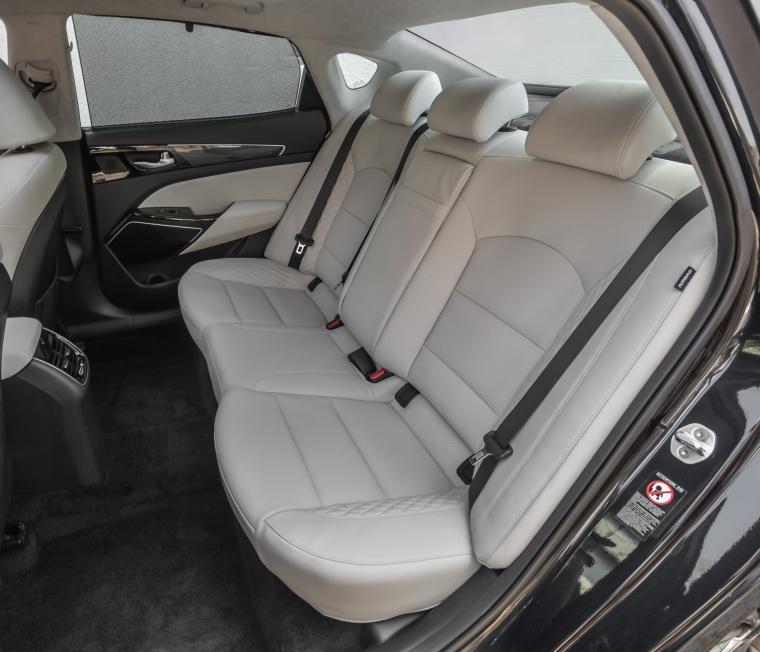 2017 Kia Cadenza Limited Rear Seats Picture