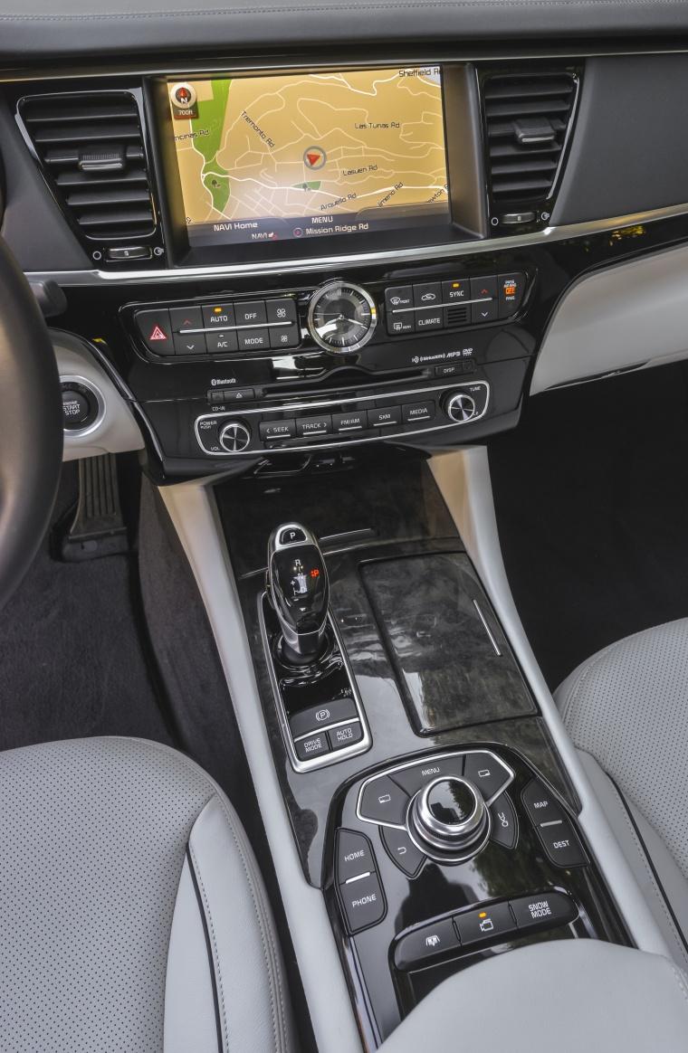 2016 Kia K900 Luxury V8 Center Stack Picture