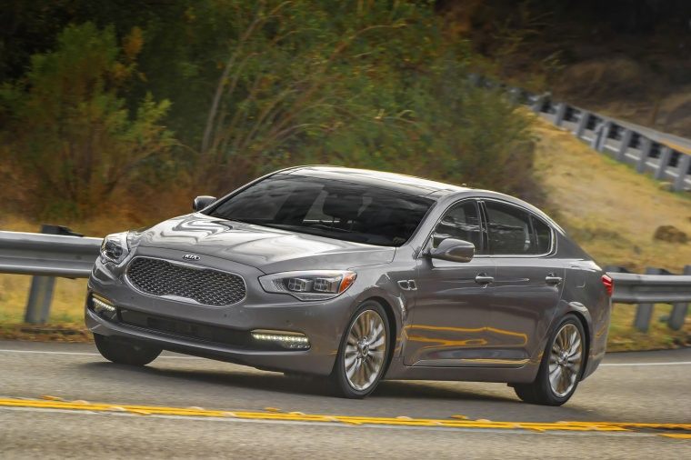 Driving 2016 Kia K900 Luxury V8 in Mineral Silver from a front left three-quarter view
