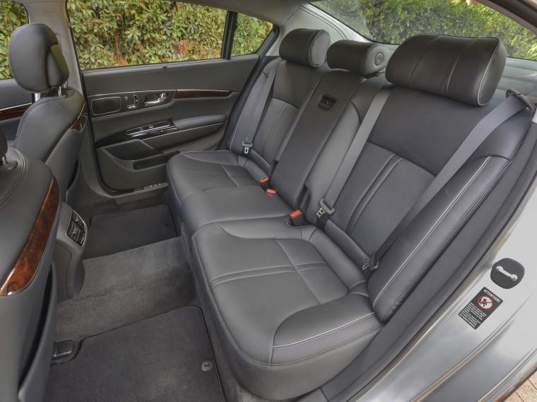 2016 Kia K900 Luxury V8 Rear Seats Picture