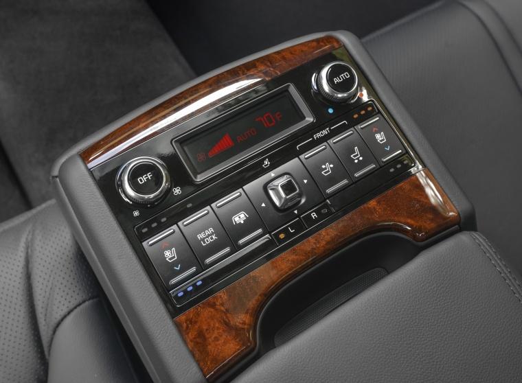 2016 Kia K900 Luxury V8 Rear Center Armrest Picture