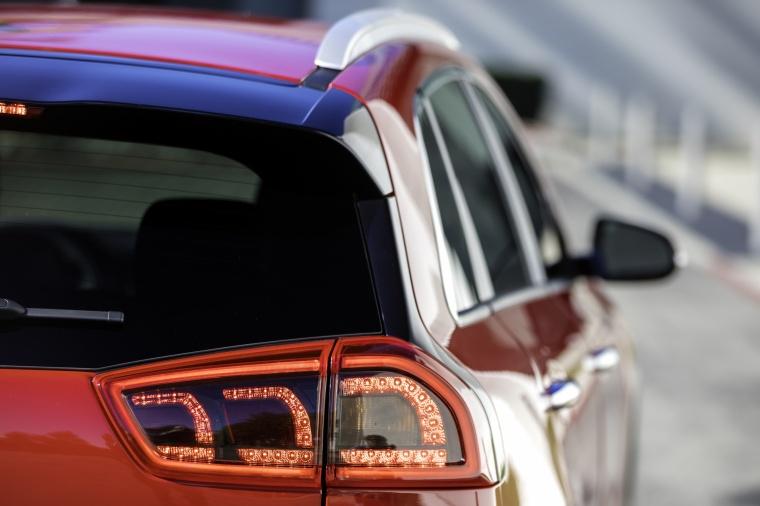 2018 Kia Niro Hybrid Tail Light Picture