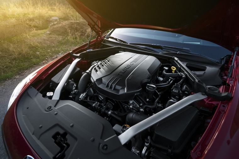 2018 Kia Stinger GT 3.3L twin-turbo 6-cylinder Engine Picture