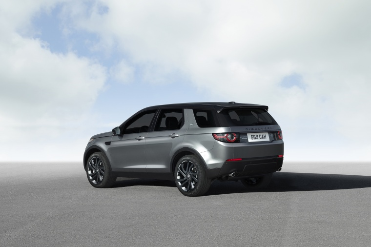 2018 Land Rover Discovery Sport HSE Luxury in Scotia Gray Metallic from a rear left three-quarter view