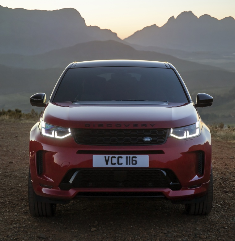 Picture of a 2020 Land Rover Discovery Sport P290 HSE R-Dynamic in Firenze Red Metallic from a frontal perspective