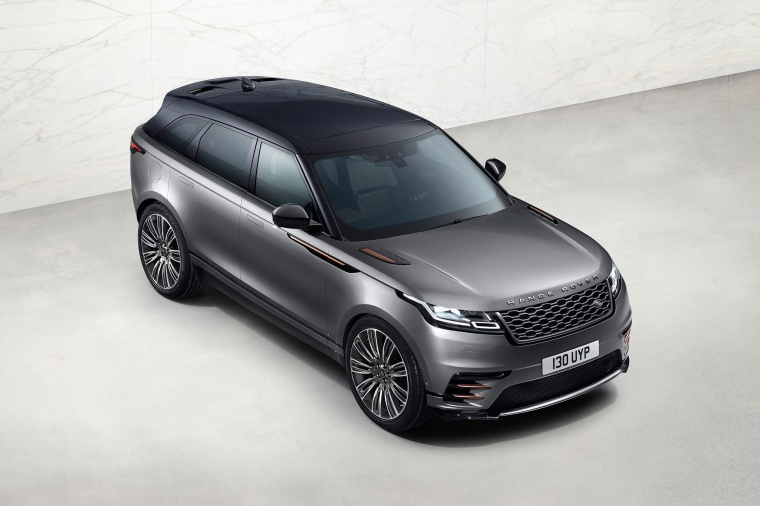 Picture of a 2019 Land Rover Range Rover Velar P380 HSE R-Dynamic in Silicon Silver Premium Metallic from a front right three-quarter top perspective