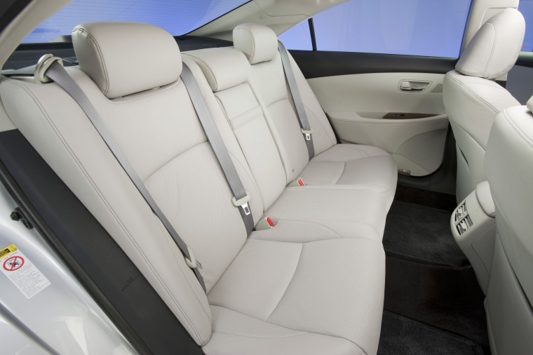 2010 Lexus ES 350 Rear Seats Picture