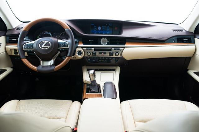 2016 Lexus  ES Picture