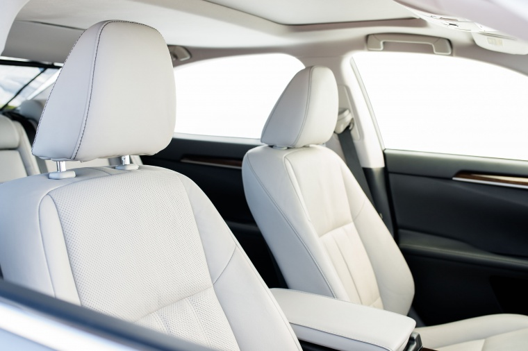 2017 Lexus ES 350 Sedan Front Seats Picture