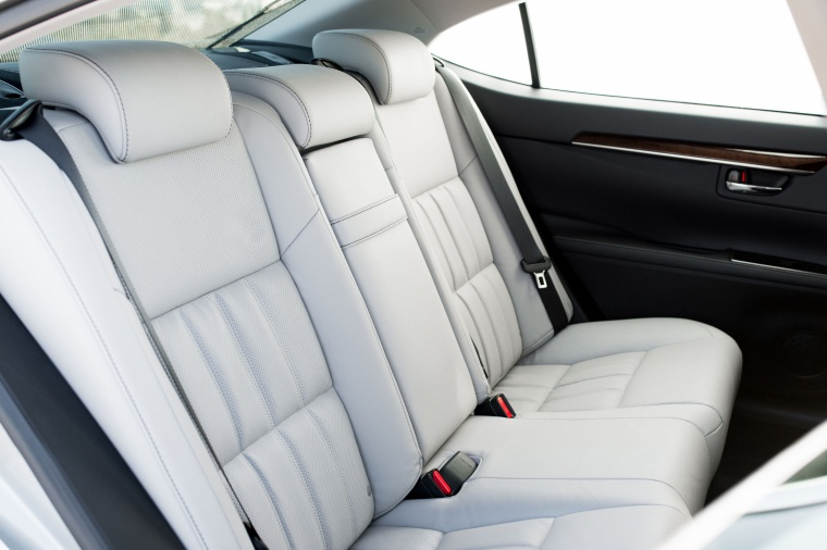 2017 Lexus ES 350 Sedan Rear Seats Picture