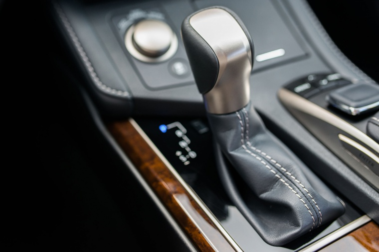 2017 Lexus ES 350 Sedan Gear Lever Picture