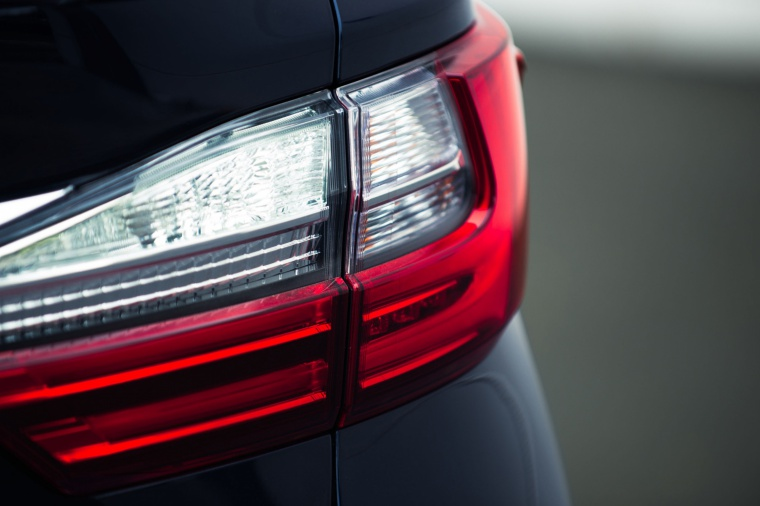 2017 Lexus ES 300h Sedan Tail Light Picture