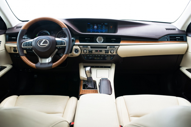 2017 Lexus ES 300h Sedan Cockpit in Parchment