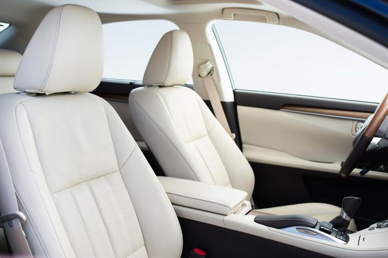 2017 Lexus ES 300h Sedan Front Seats Picture